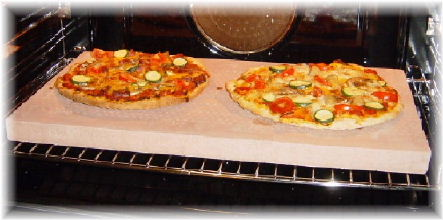 pizza backen so wird heute pizza auf dem original pizzastein gebacken. Black Bedroom Furniture Sets. Home Design Ideas
